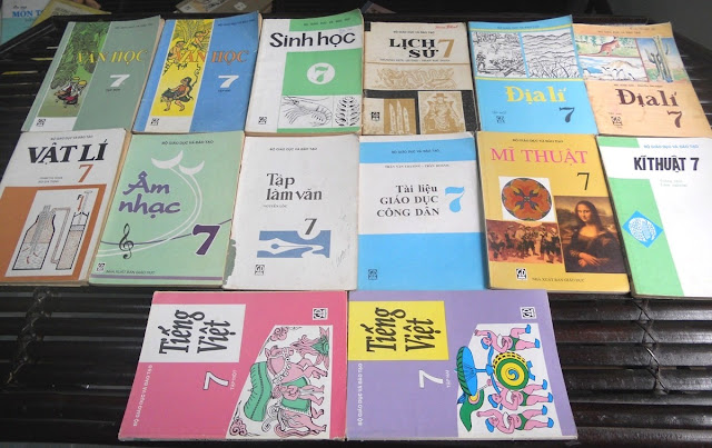 Sách giáo khoa tiểu học cũ - nơi lưu giữ từng trang ký ức DSCN2734