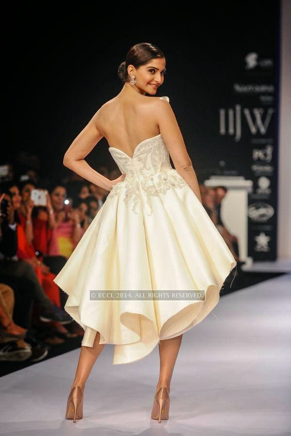 Bollywood actress Sonam Kapoor walks the ramp for Nazraana by Rio Tinto on Day 3 of India International Jewellery Week (IIJW), 2014, held at Grand Hyatt, in Mumbai.