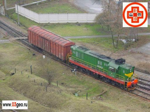Локомотив ЧМЭ-3 на железнодорожной подъездной ветке
