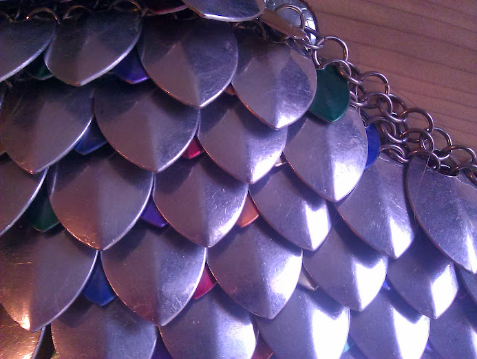 Front view of feathermaille with small colored scales