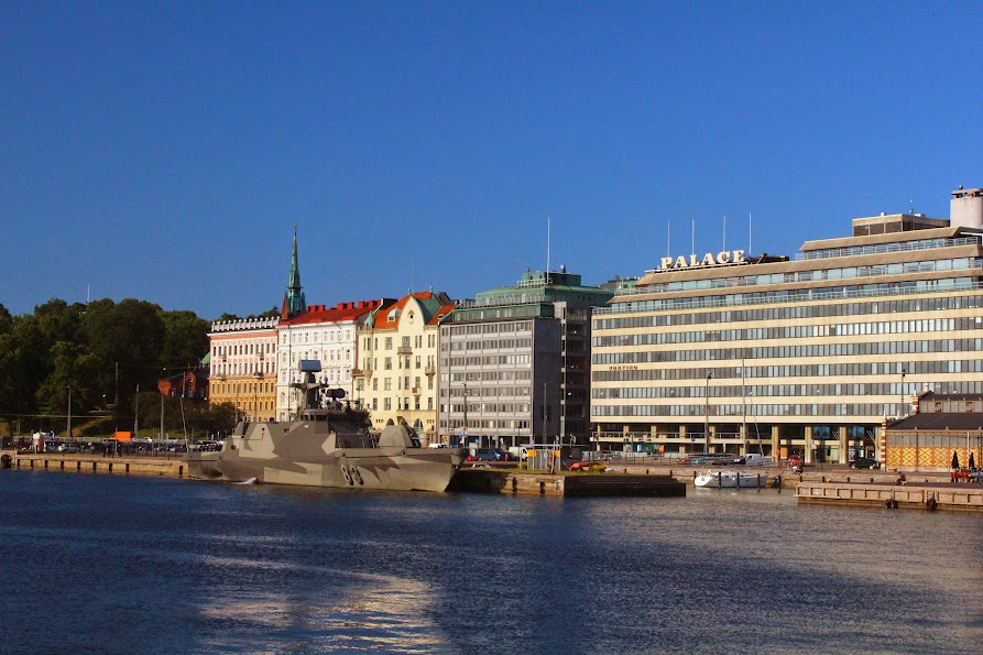 helsinki battle ship finland kauppatori