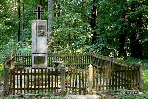 Sieklówka, pomnik pomordowanych.