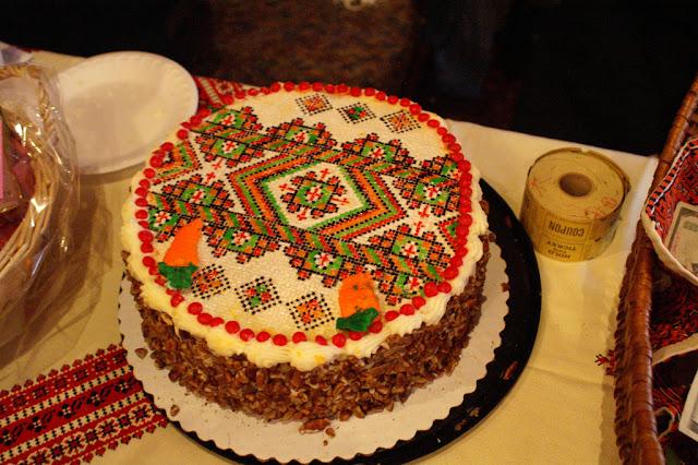 Український вишиваний торт