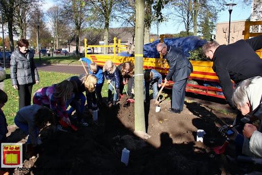burgemeester plant lindeboom in overloon 27-10-2012 (16).JPG