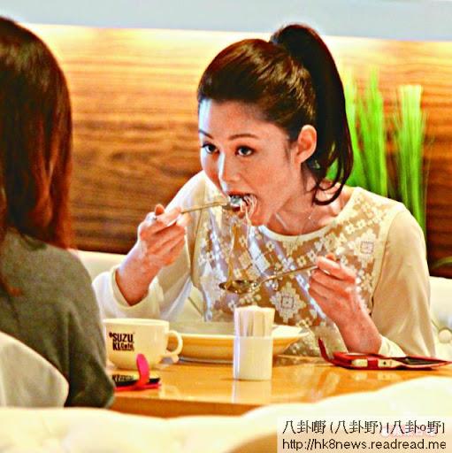 岑麗香昨日在活動後與經理人吃麪醫肚。