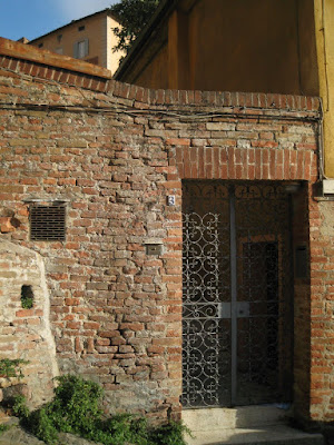 Siena's backroads: Tuscan brick walls and beautiful doors