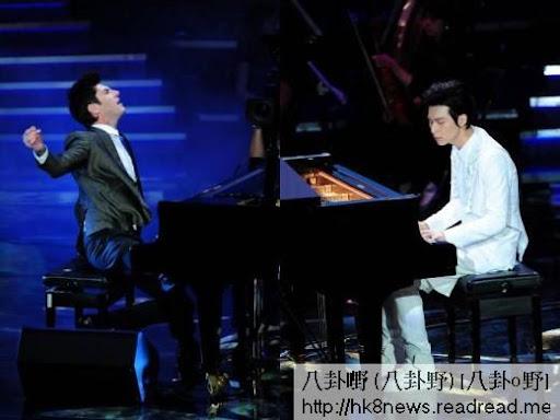 邁可森(左)大秀精湛的琴藝,與嚴爵即興創作。(圖/公關照)