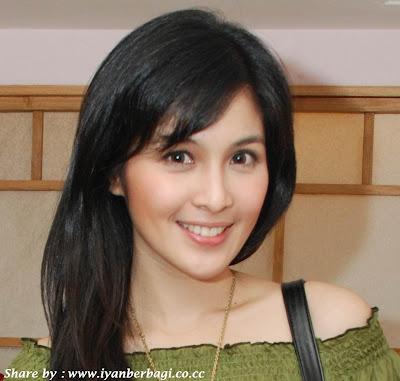 Indonesia1 10 Wanita Tercantik Asia Tenggara