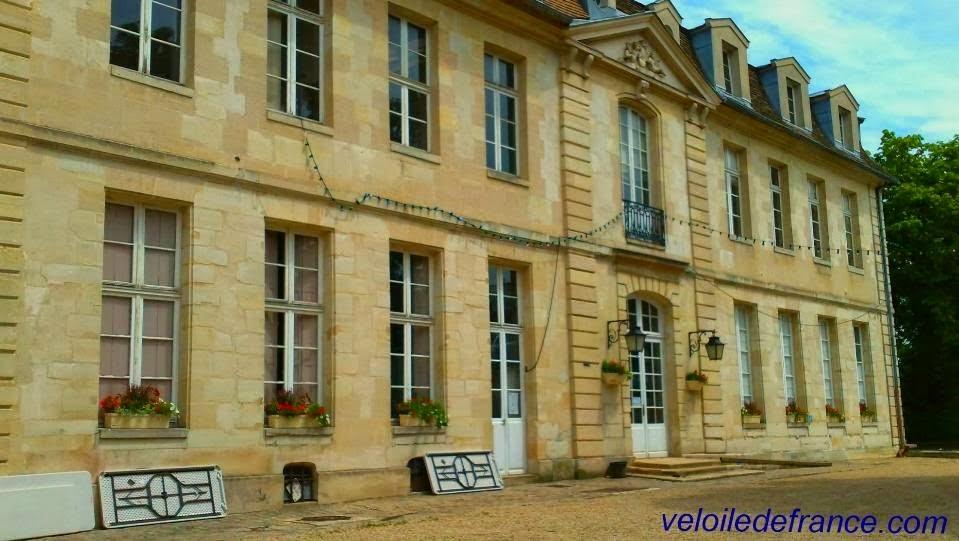 Le château de la Boissière à Fontenay aux Roses - E-guide balade à vélo de Sceaux à Paris Montparnasse par veloiledefrance.com