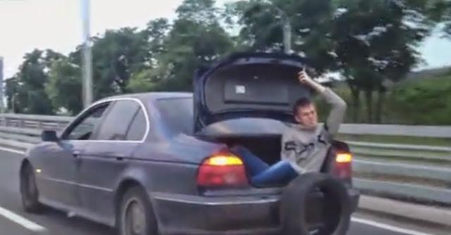 Russos rebocam BMW sem reboque de forma original