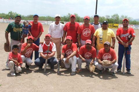 Equipo Diablos en el softbol del Club Sertoma.