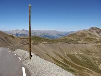 Vue sur le col de la Bonette depuis la cime