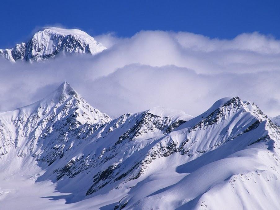 https://lh6.googleusercontent.com/-t6y7eHkIlmc/T-maqF9K_2I/AAAAAAAAFCg/LYoYh4kWWL8/s903/Alaska+Range%2C+Ruth+Amphitheater%2C+Alaska.jpg