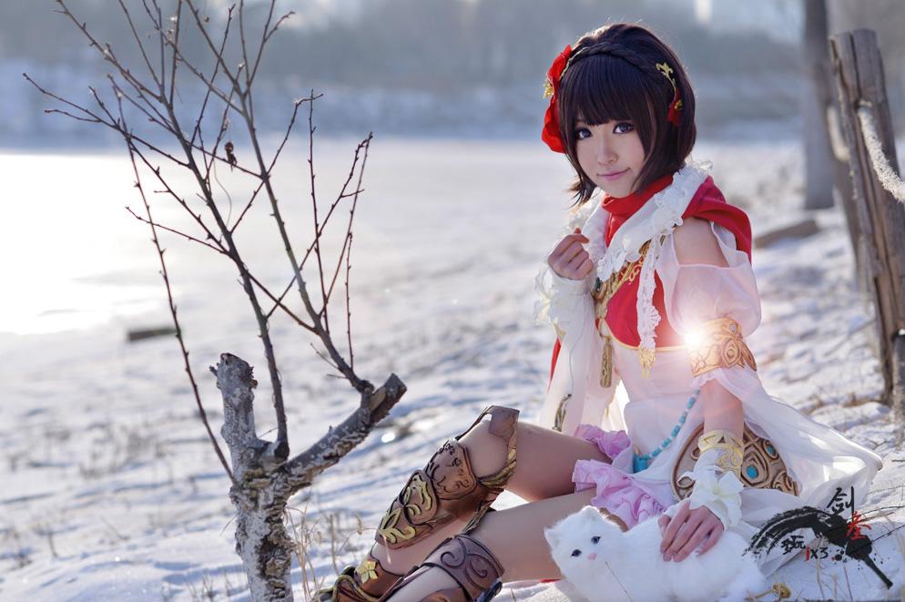 Nữ hiệp Minh Giáo khoe sắc trong tuyết trắng