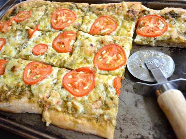 pesto focaccia pizza