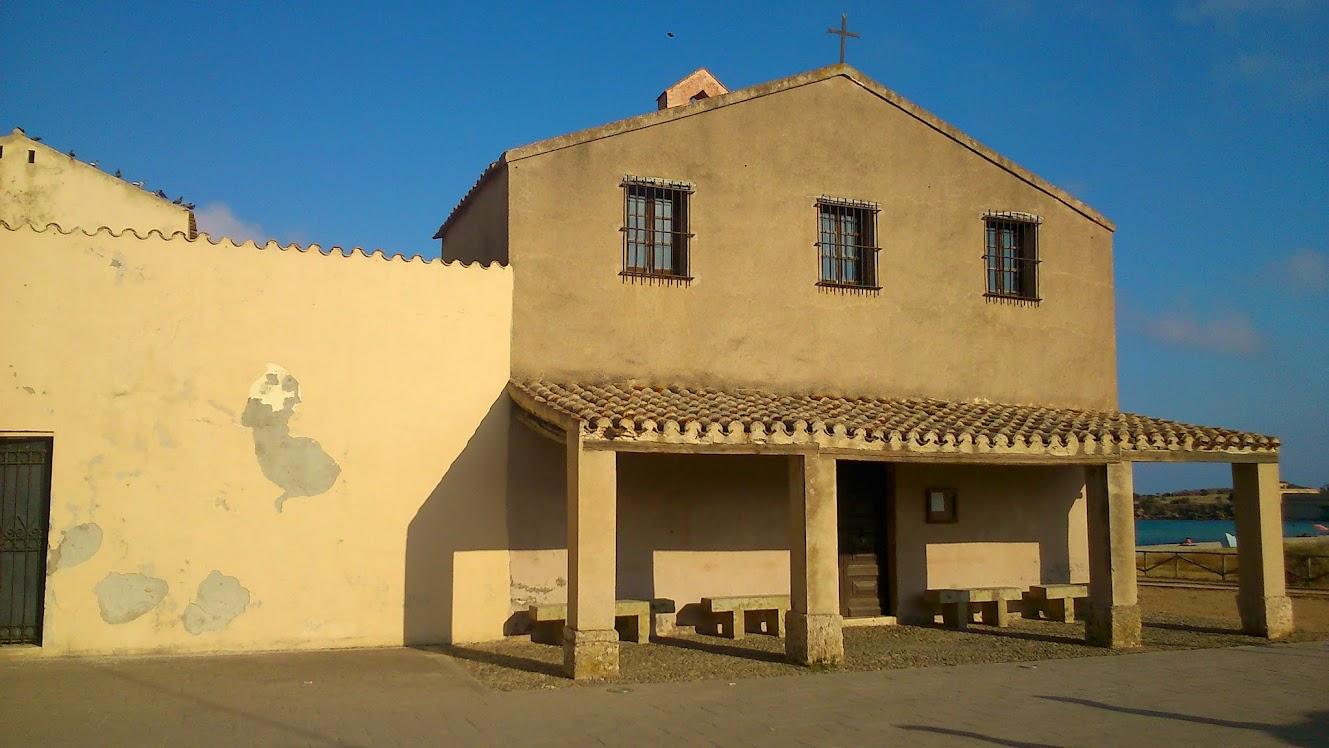 Католическая церковь у местечка Нуро, юг Сардинии.