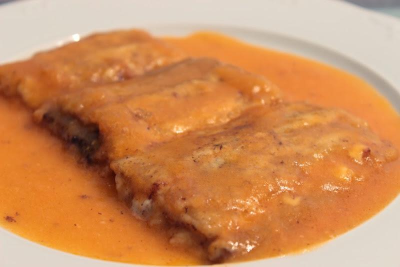 Pencas de acelga rellenas en salsa