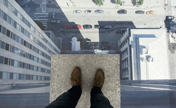 Skrapan illusion by Erik Johansson