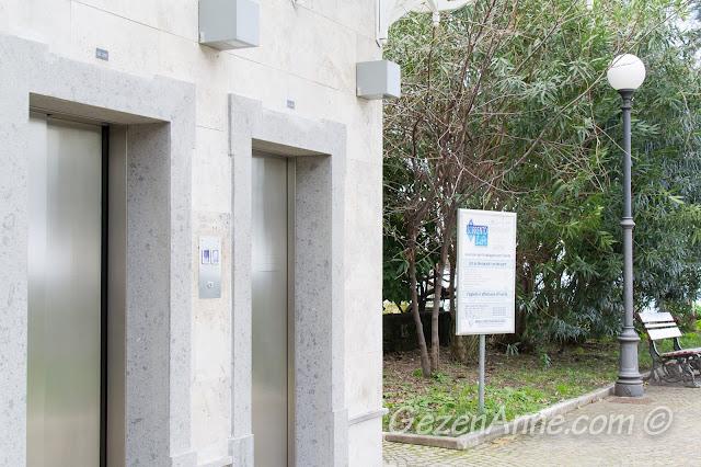 limana inen ücretli asansörler (para aşağıda ödeniyor), Sorrento