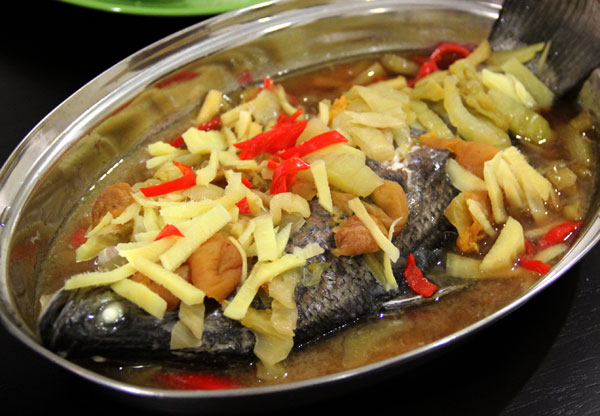 Ezepicure steam fish malaysia food blog easy recipe malaysian ingredients 1 fish normally i use siakap 1 thick stalk spring onions cut to 2 inch lengths 5 slices ginger cut to strips forumfinder Gallery