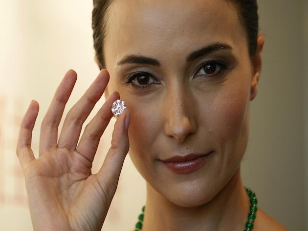 カナダの宝石店で泥棒が2万ドルのダイヤを飲み込み1週間経つも出てこない。