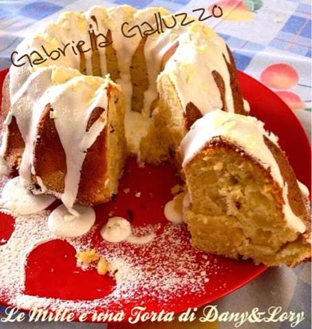 torta glassata alle mele e ricotta, aromatizzata alla cannella