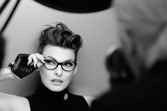 chanel_linda_evangelista_2012_eyewear_making_of_campaign