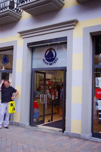 info for 770d0 71183 プラダやグッチもある!イタリア・ミラノ近郊のアウトレット ...