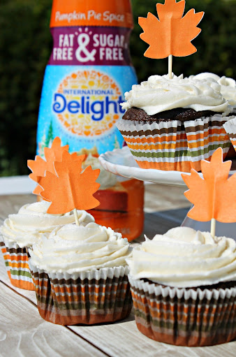 Chocolate Cupcakes with Pumpkin Spice Buttercream Frosting #PumpkinDelight