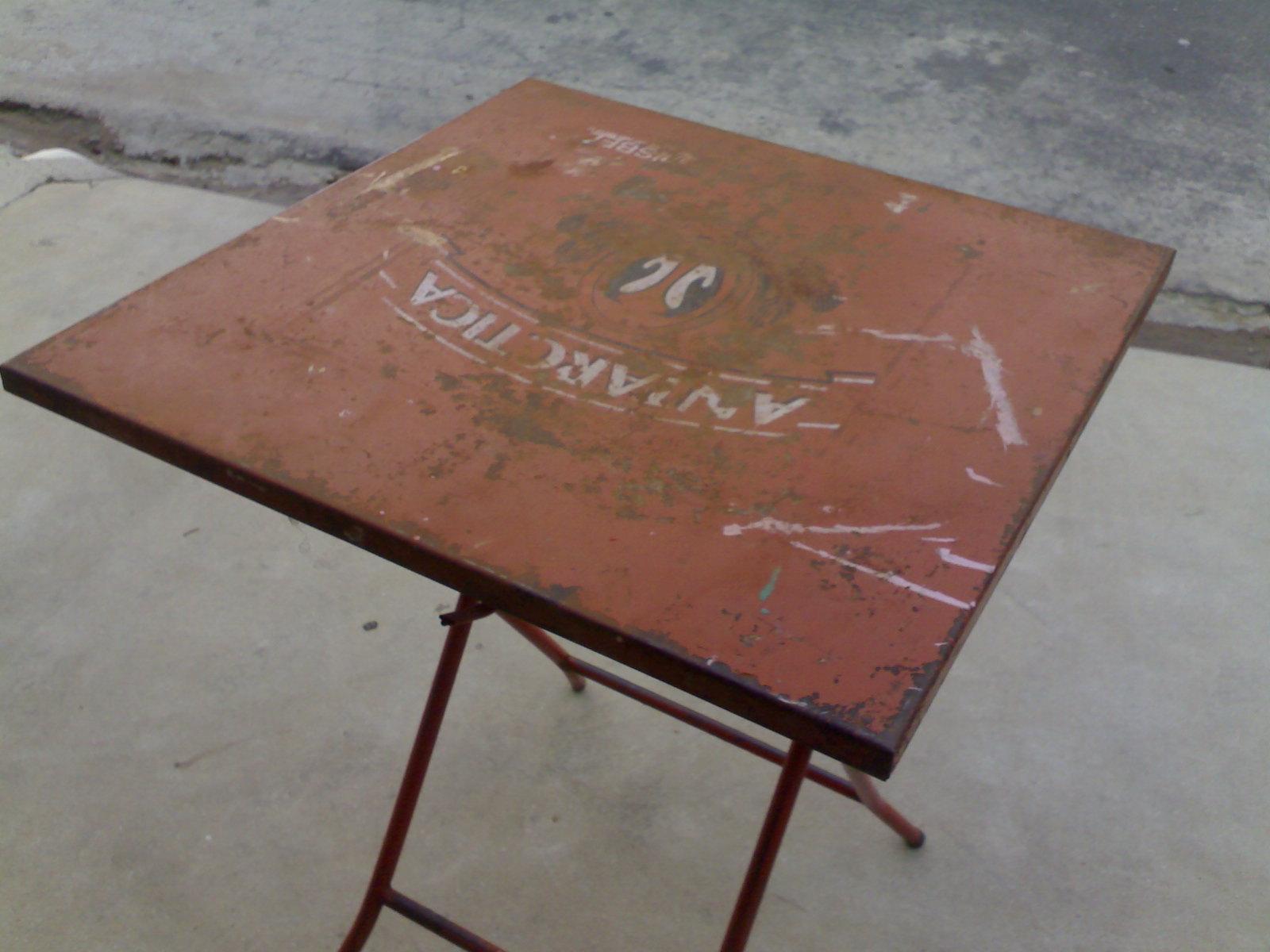 1º O maridão que está de ferias lixou a mesa e lavou para tirar o  #7A4D41 1600x1200