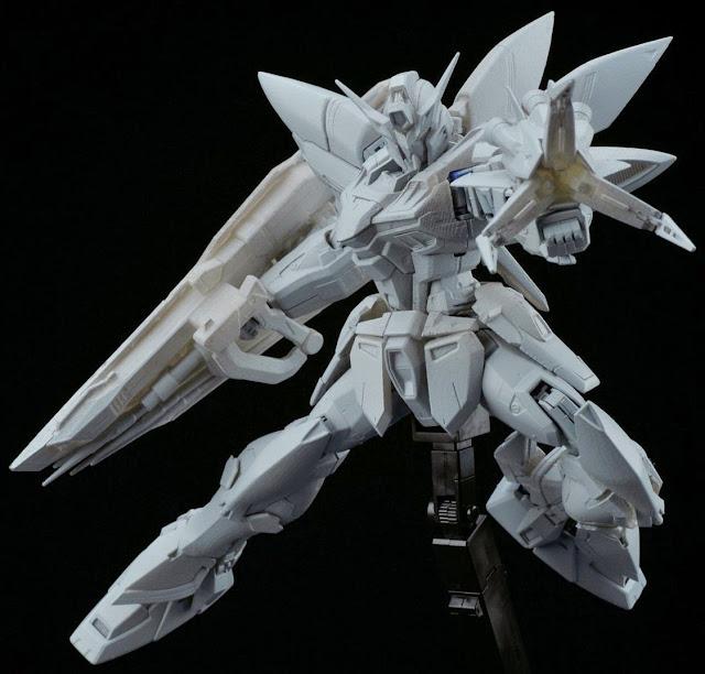 Blitz Gundam MG 1/100 với các chi tiết nhựa cao cấp, sắc nét