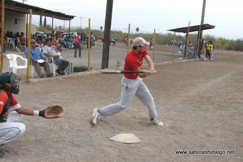 Raúl González de Ponchados bateando en el softbol del Club Sertoma