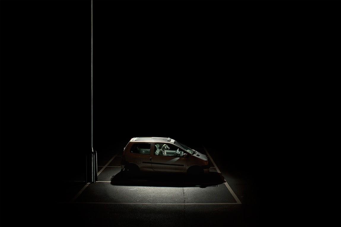 *被鎖在車內沉默的狗:攝影師Martin Usborne 黑暗呈現! 11