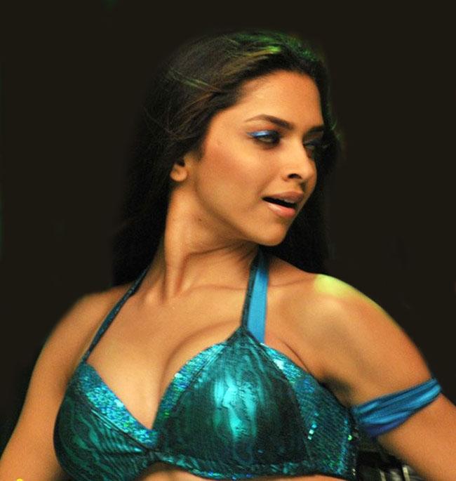 Deepika padukone hot sexy boobs
