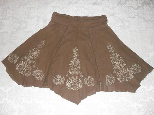 FALDA MARRÓN BORDADA. Preciosa falda