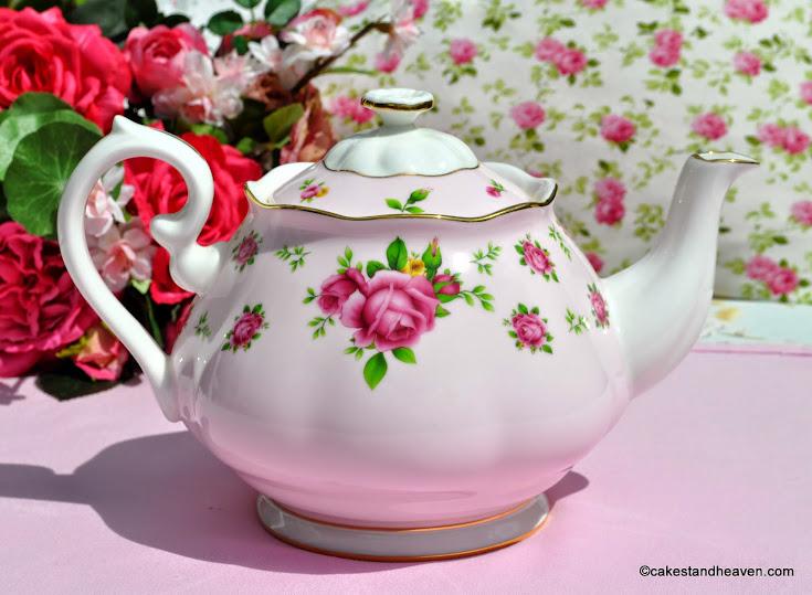 Pretty pink roses bone china 2 pint teapot