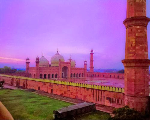 Badshahi Mosque 17th Century Mosque Used For War More Than Worship