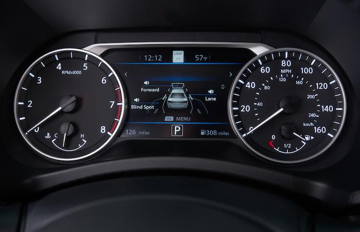 มาตรวัดแบบ ดิจิตอล แสดงข้อมูลขับขี่ Advanced Drive-Assist Display