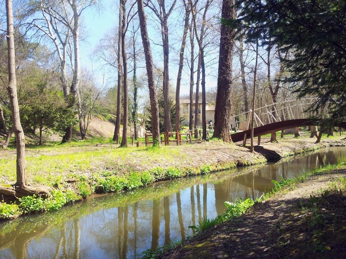 Pont du parc pavillon de chasse du roy rene
