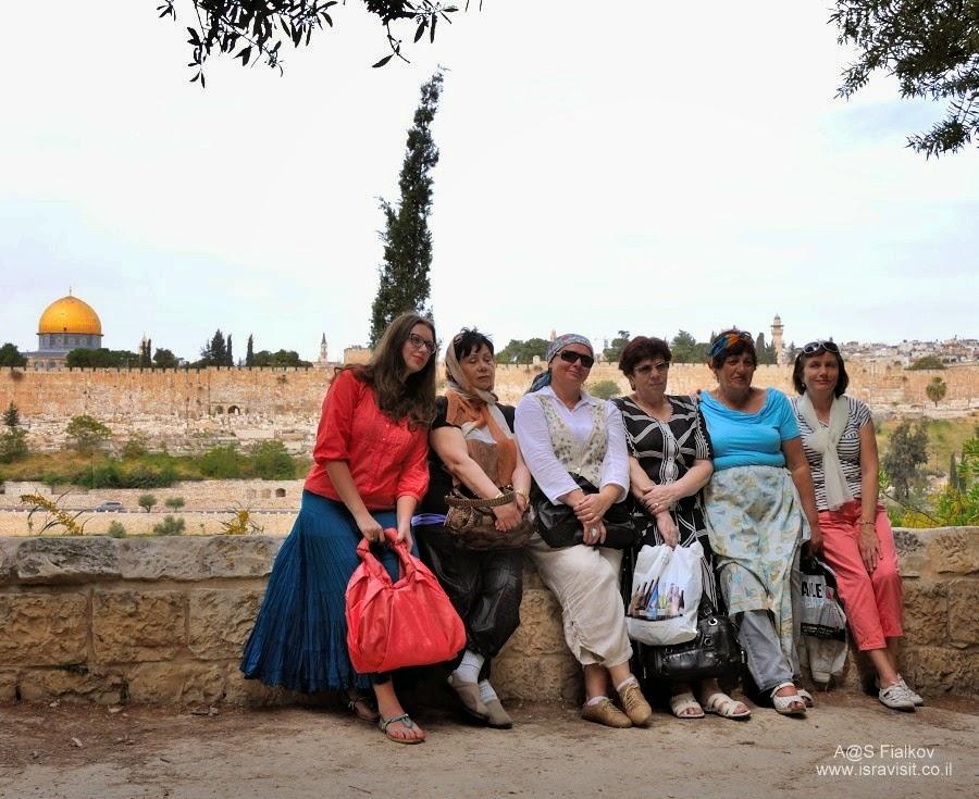 На Масличной горе (Елеонская гора). Вид на Храмовую гору. Экскурсия Иерусалим Христианский. Гид в Иерусалиме Светлана Фиалкова.