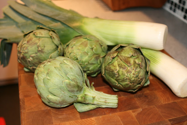 Dry the artichokes, cut in half lengthwise, and slice lengthwise about ...
