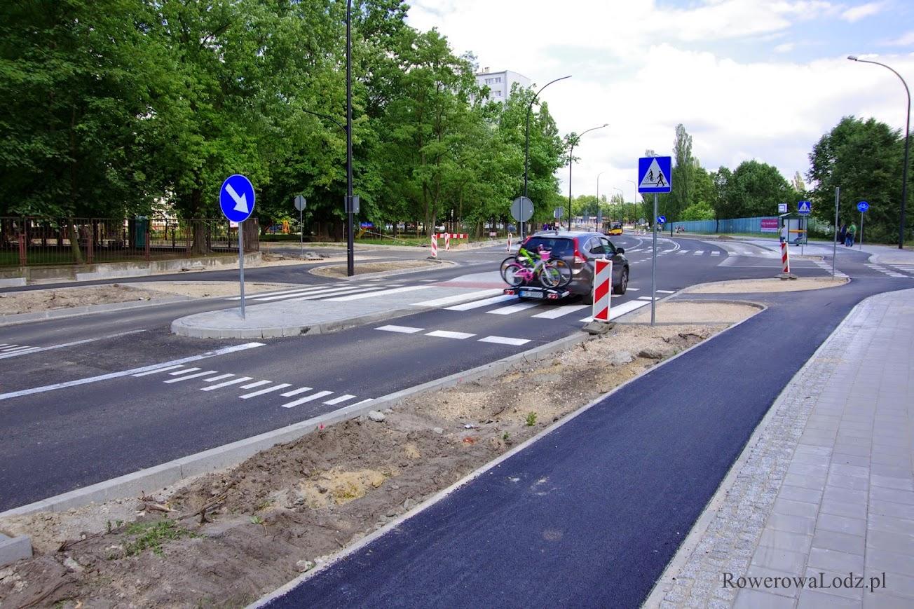 Wyniesione przejście dla pieszych przy skrzyżowaniu z ul. Wiernej Rzeki