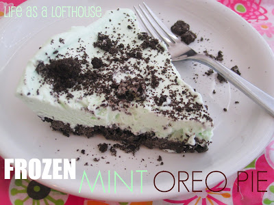 Frozen Mint Oreo Pie is a creamy, light pie made with marshmallow fluff, whipped cream, milk and peppermint extract. Life-in-the-Lofthouse.com