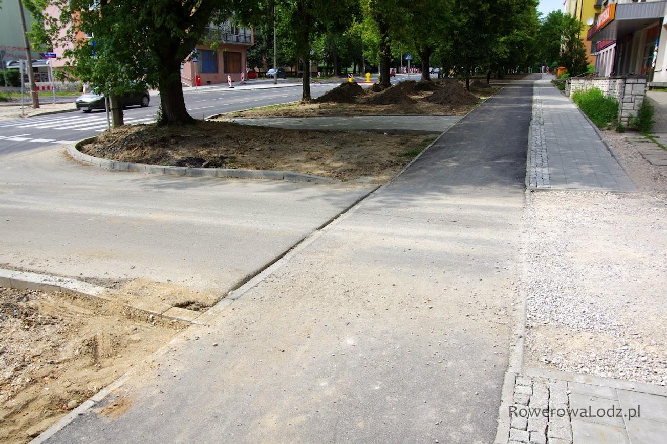 Zachowana jest ciagłość drogi dla rowerów. Brawo! Można było jeszcze pomyśleć o wyniesieniu.