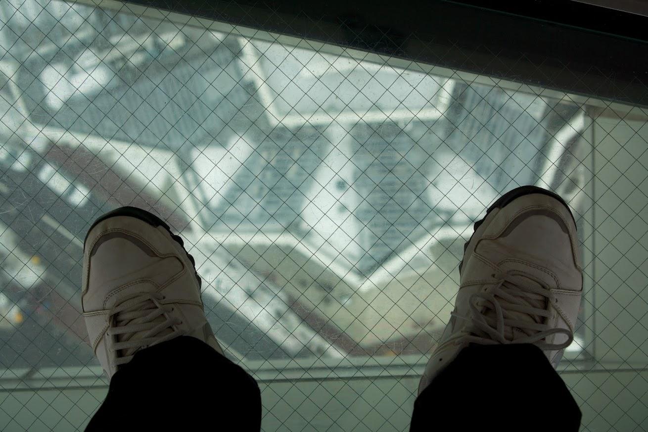 展望台から下を見る