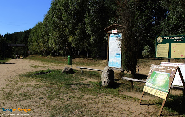 Kamienne Kręgi - wejście na szlak w Węsiorach