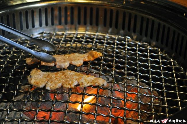 羊角BAR炭燒和牛專門玫瑰黃金六兩豚
