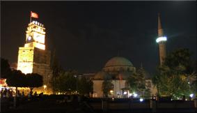 Vista nocturna de la Torre del Reloj
