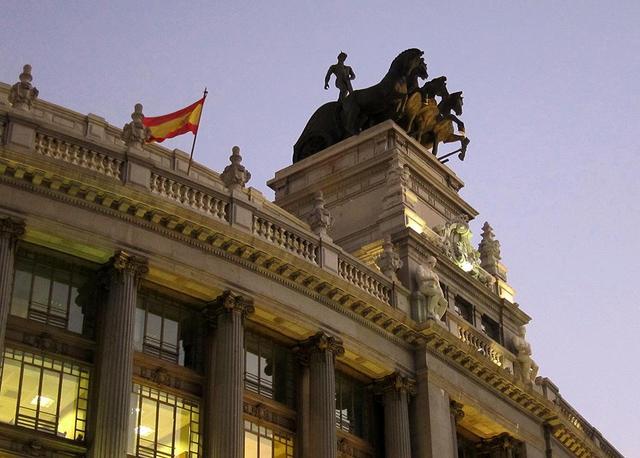 Viendo madrid enero 2011 for Edificio de la comunidad de madrid