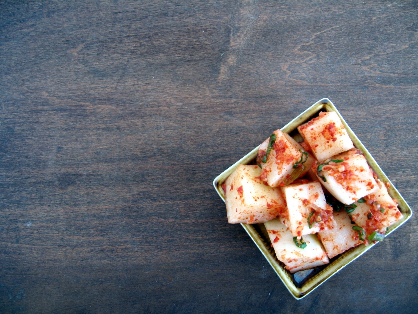 Apricosa: Kkakdugi (깍두기) Korean daikon kimchi
